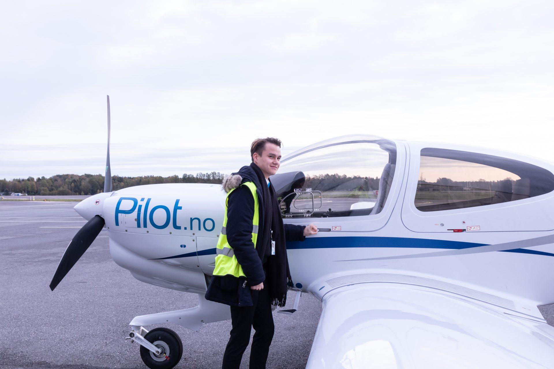 Mathias Storheil outside aircraft Diamond DA42. Photo.